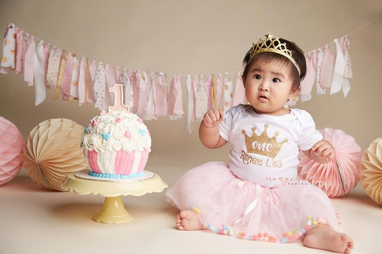 One year old baby girl cake smash portraits in singapore studio